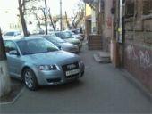 Волгоградских автовладельцев призвали парковаться по правилам