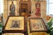 В храме преподобного Сергия Радонежского готовят бутылки со святой водой