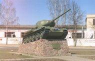 """""""Молодогвардейцы"""" убрали территорию возле танков"""