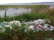 В природных парках Волгоградской области мусор после отдыхающих приходится вывозить прицепами