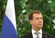 Дмитрию Медведеву из Волгограда привезли серебряный знак