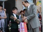 Депутат госдумы поздравил учеников Наримановской школы с Днем знаний