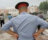 Полицейский чуть не задушил задержанного