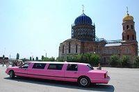 Волгоградские молодожены катаются на лимузине Аллы Пугачевой