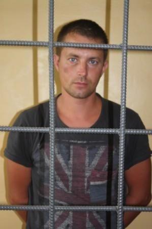 Москвич в темном подъезде ограбил волгоградку