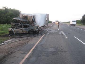 На трассе Волгоград – Москва грузовик смял иномарку