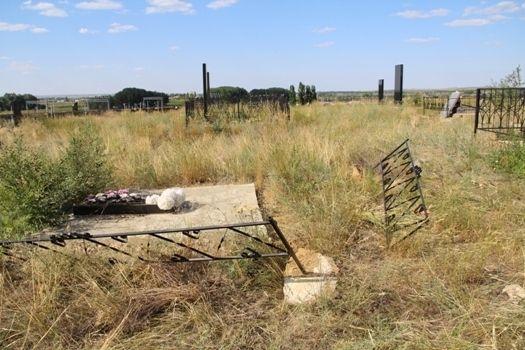 В Камышинском районе вандалы разгромили кладбище
