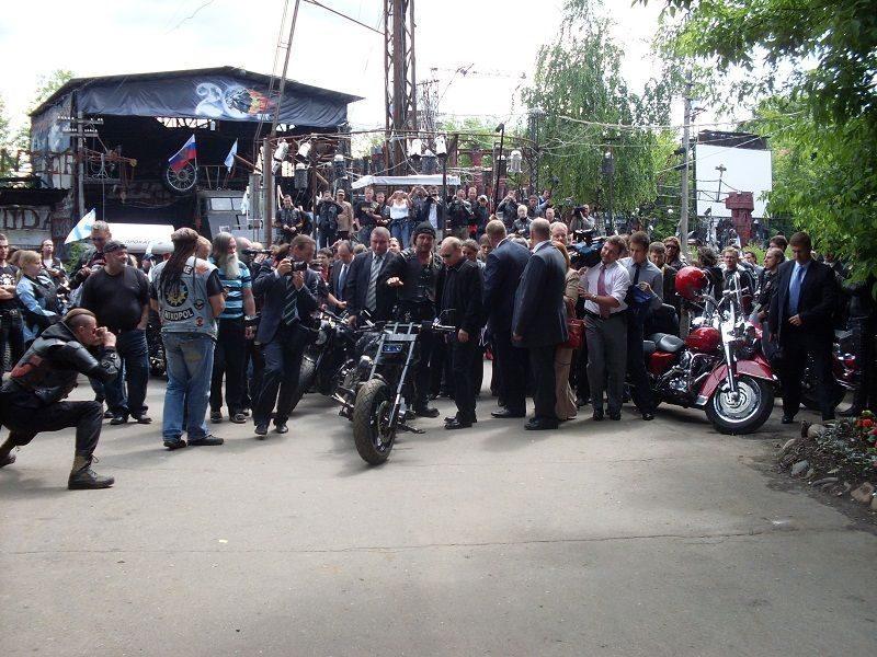 Путин и Хирург обсудили байк-шоу в Сталинграде