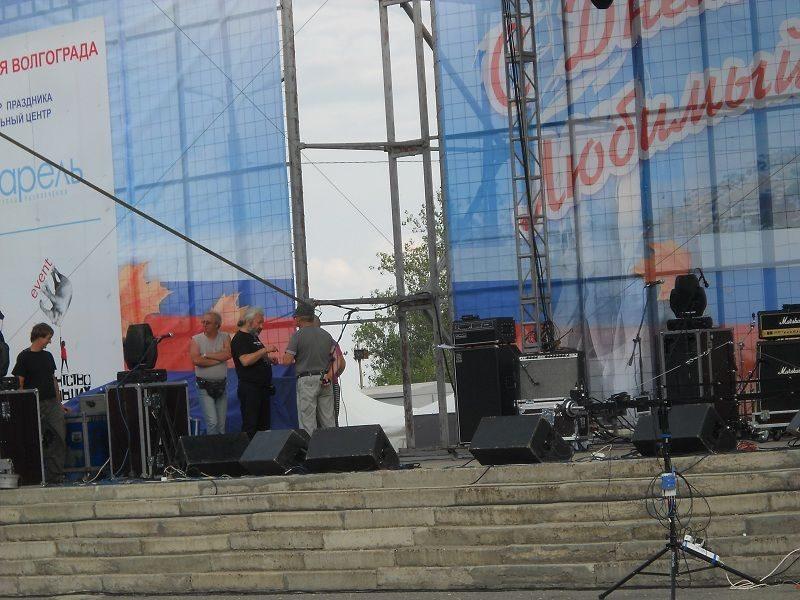 В Волгограде Стас Намин и «Цветы» попали в окружение