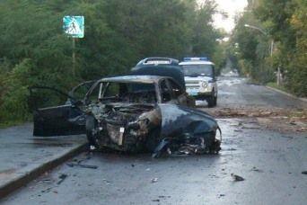 В Волгограде автомобиль загорелся от удара с деревом