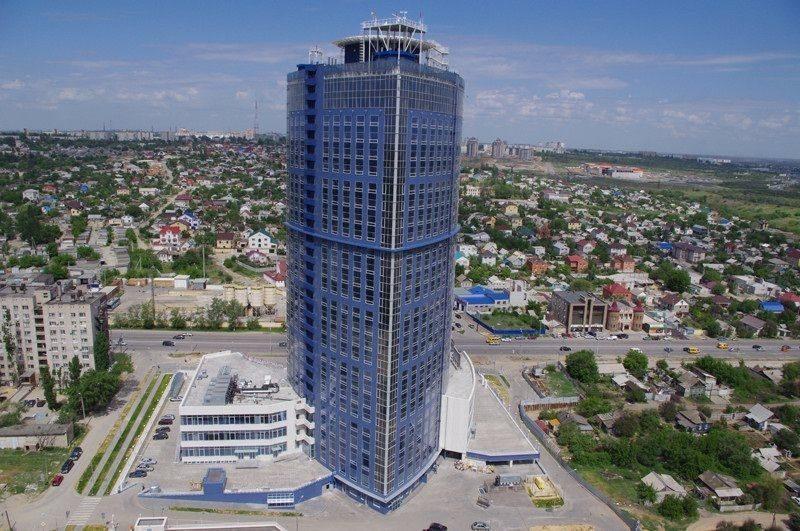 В Волгограде потушат огонь на крыше высотки