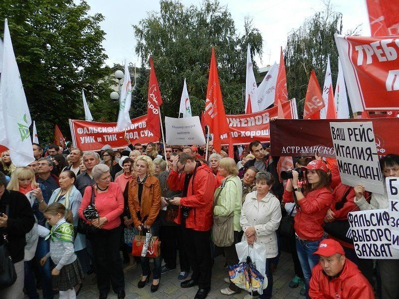 Коммунисты продолжают бессрочный митинг
