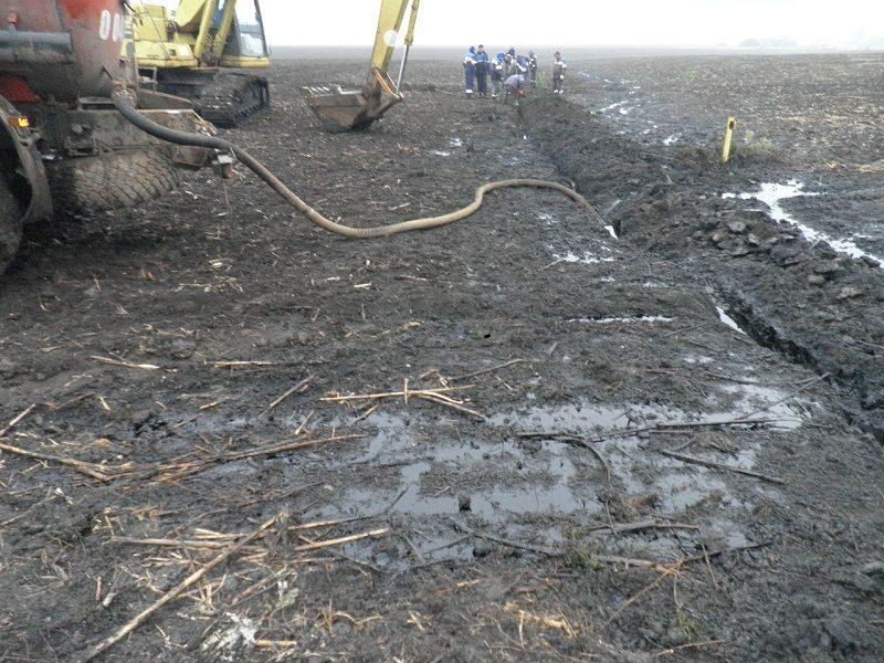 В Волгоградской области устраняют последствия прорыва нефтепровода