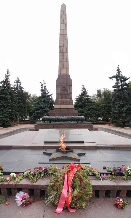 Чиновников обязали отремонтировать мемориал на площади Павших борцов