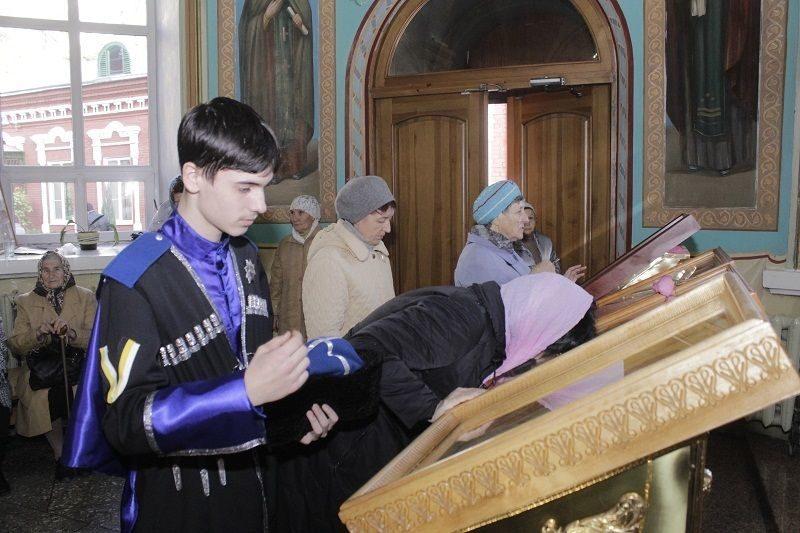 Православные волгоградцы празднуют Покров Пресвятой Богородицы