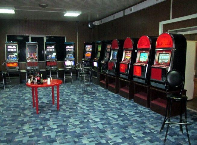 На территории автомойки в Кировском районе обнаружили подпольный игровой клуб