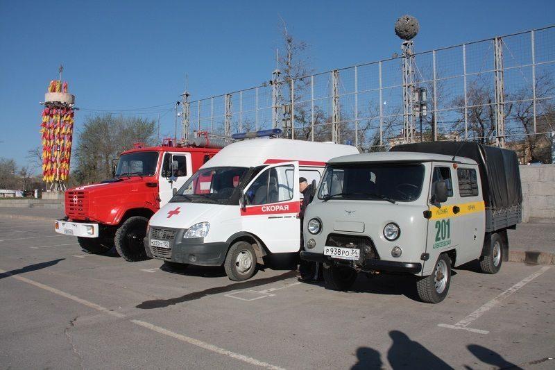 Из Волгограда в Крым отправился автопоезд с гуманитарной грузом и спецтехникой