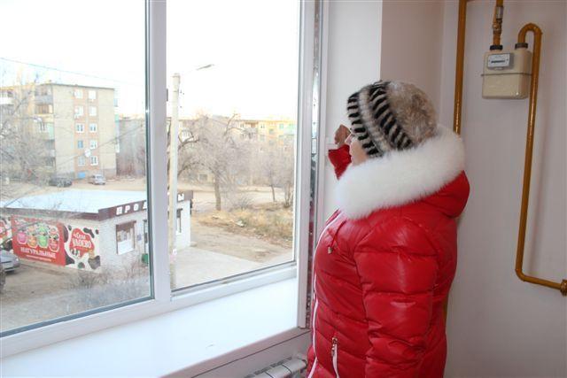 Под Волгоградом трехэтажный дом заселили переселенцами из аварийного жилья