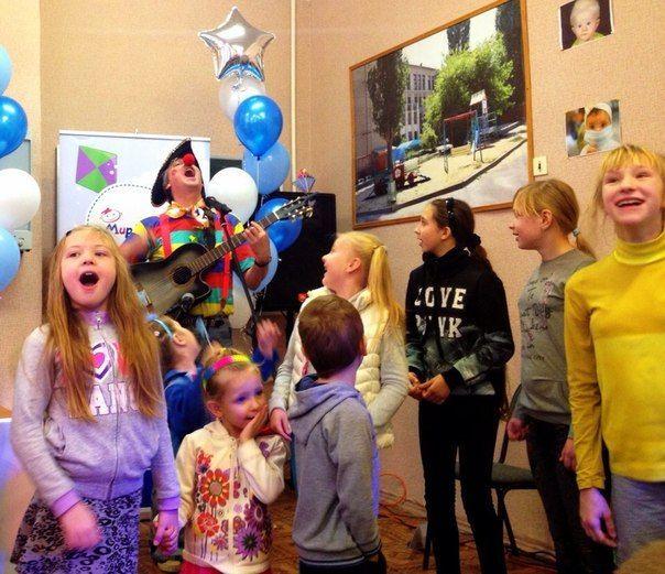 В Волгограде пациентов детской больницы навестили Хрюша и Степашка