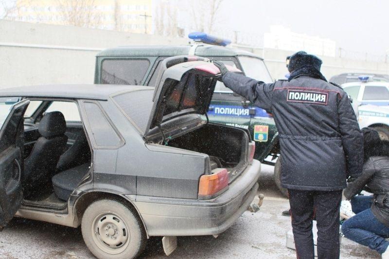 В центре Волгограда двое в масках ограбили посетителя кафе