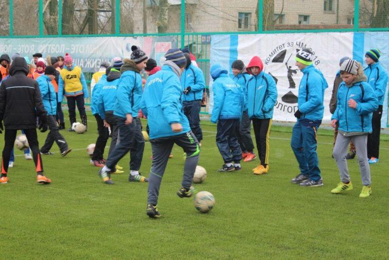 Воспитанникам школы олимпийского резерва «Зенит-Волгоград» подарили футбольное поле