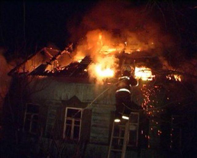 Под Волгоградом расследуют обстоятельства гибели семьи на пожаре
