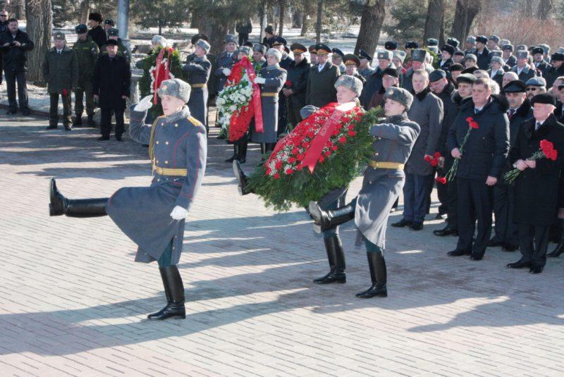 Волгоградцы отмечают День защитника Отечества