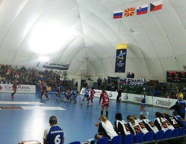 Волгоградские гандболистки «Динамо-Синары» победили соперниц из Македонии