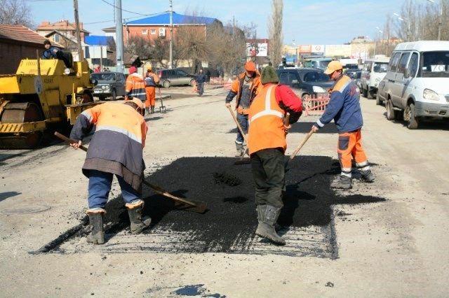 В Волгограде ликвидируют последствия ураганного ветра