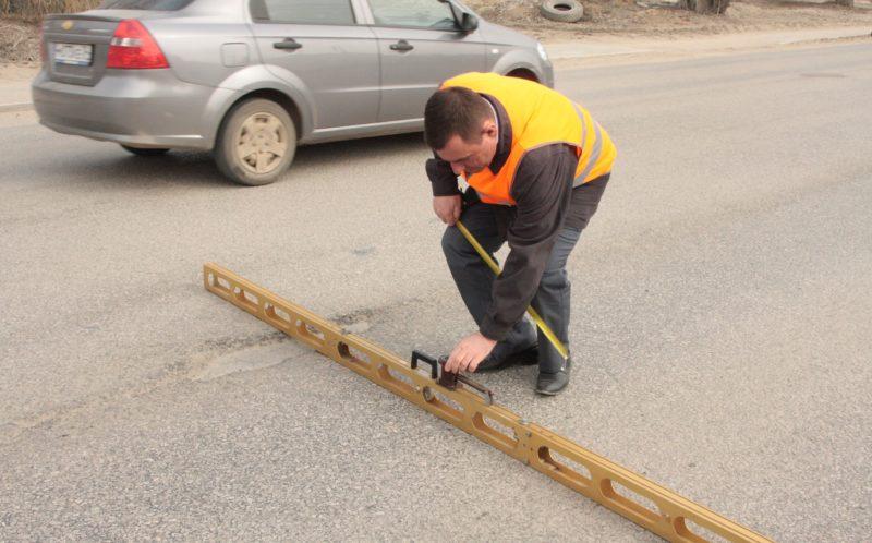 За ремонт дорог в Волгограде подрядчик вернет более 2 миллионов рублей