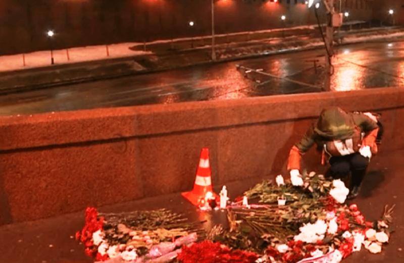 В Волжском проходит траурный пикет в память о Борисе Немцове