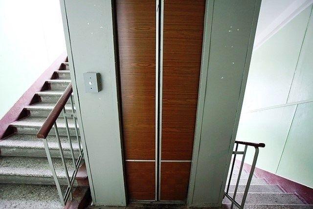 В Волгоградском ЖКХ занялись проблемой сломанных лифтов