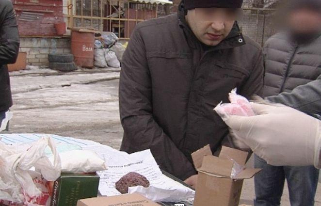На западе Волгограда задержан сбытчик с 10 тысячами доз наркотиков