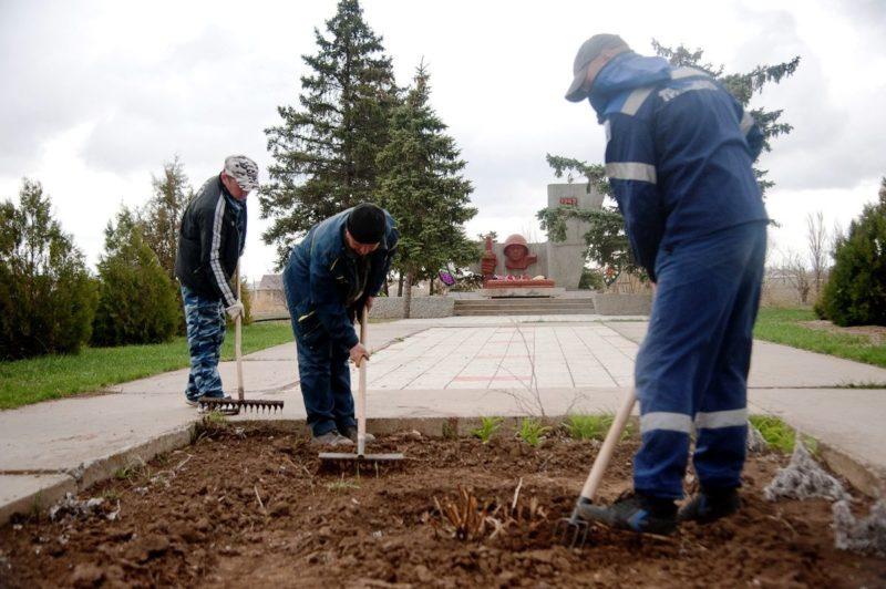 В Волгоградской области безработных берут на уборку улиц с сохранением пособия