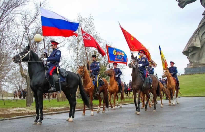 От Волгограда начался конный поход казаков в Севастополь