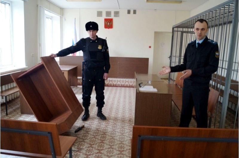 В Волжском за нападение на пристава должника оштрафовали на 25 тысяч рублей