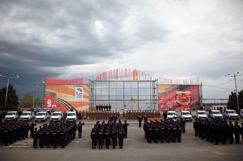 В Волгограде в преддверии праздников прошел строевой смотр нарядов полиции