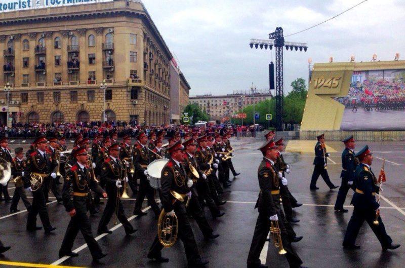 На площади Павших борцов в Волгограде прошел Парад Победы