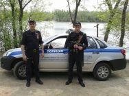 На юге Волгограда двое полицейских спасли утопающего
