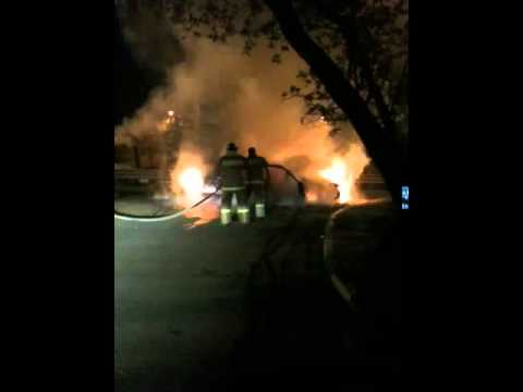 В Волгограде ночью горели автомобили