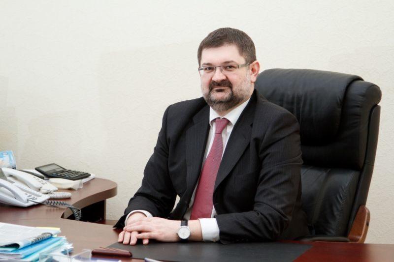 Ректор Тараканов зарабатывает 500 тысяч в месяц