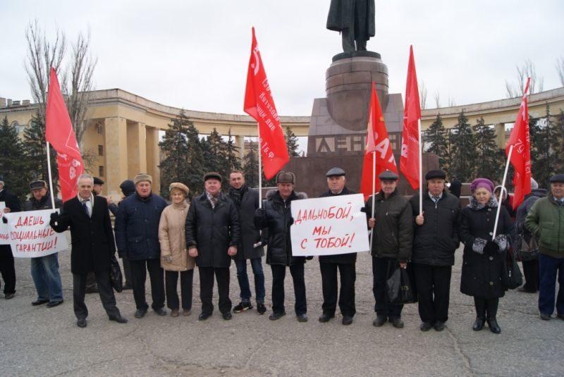 В Волгограде коммунисты устроили пикет в поддержку дальнобойщиков и против Социального кодекса