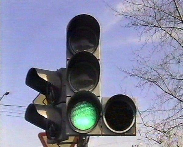 Движение на перекрестке Титова-Таращанцев будут регулировать 24 светофора
