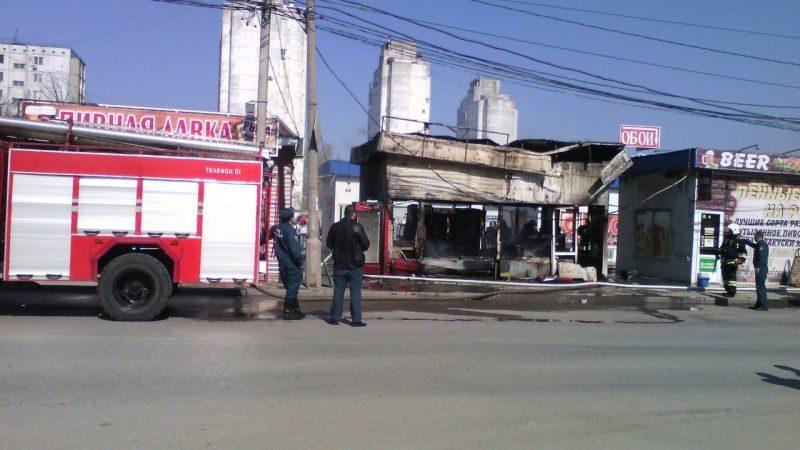 На Спартановке пожарные тушили торговый павильон