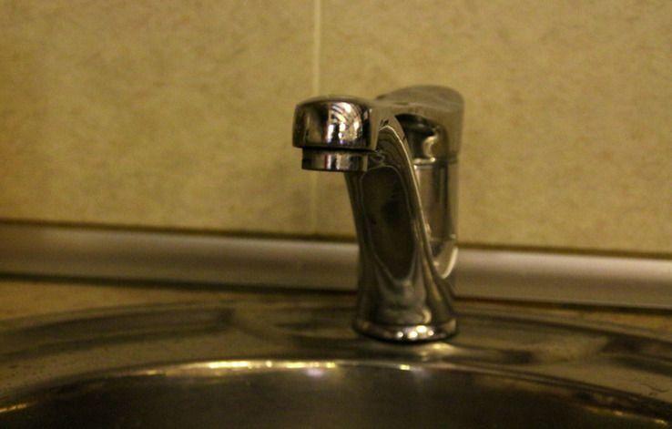 Жителям Дзержинского района дважды отключат воду