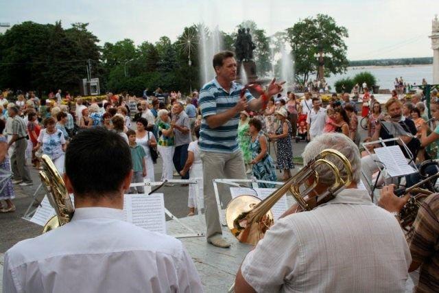 В Волгограде у фонтана «Искусство» зазвучит живая музыка