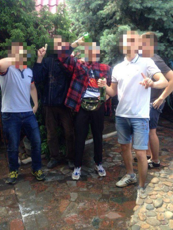 Школьники из Волжского выложили в сеть оргию на последнем звонке