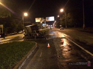 В Волгограде 20-летний водитель на Газели устроил ночное ДТП