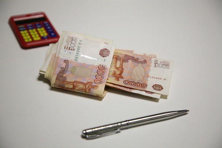 Чиновница брала со своих сотрудников взятки за приказы о денежных премиях