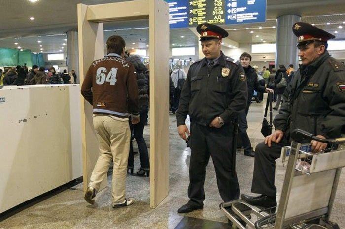 Мужчина в состоянии алкогольного опьянения набросился на сотрудницу аэропорта